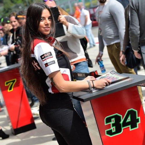 0790_R05_Ducati_girl