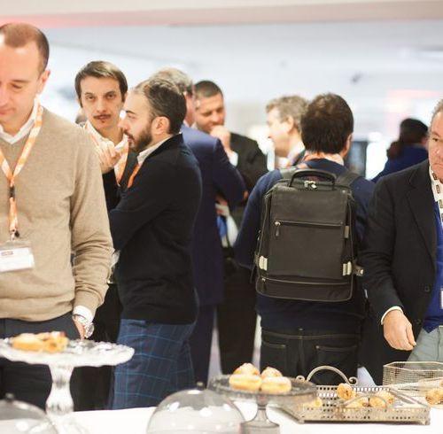 Buffet-e-networking-dopo-la-presentazione-del-Team